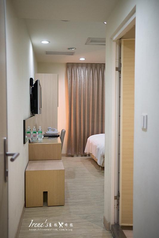 【台中】近一中商圈/平價大空間的旅店/房間內就有飲水機/免費腳踏車租借/附免費早餐.創意時尚旅店