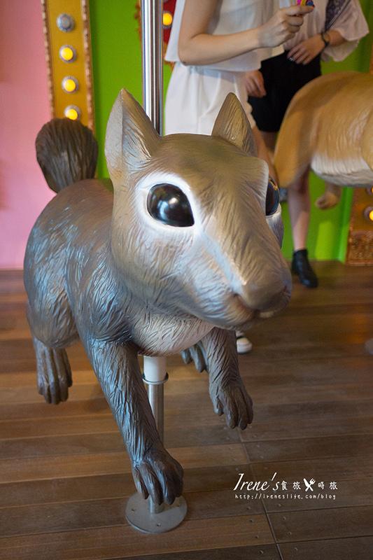 【台中】拾起童心的小天地,讓大人小孩都瘋狂拍照的可愛小店/一起跟旋轉松鼠兔子拍照.艸水木堂 @Irene's 食旅.時旅