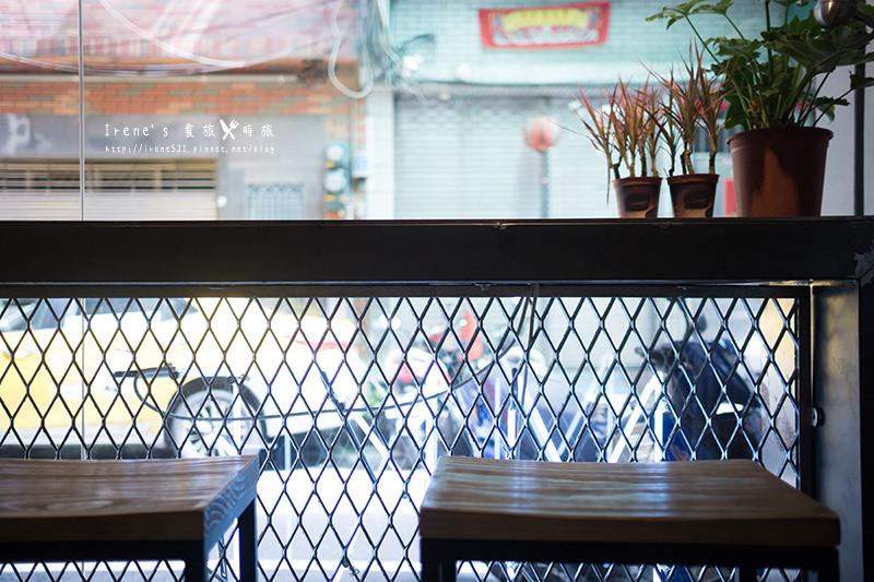 【三重】捷運三重國小站美食/像咖啡店的小餐館賣的居然是虱目魚傳統料理/巷弄中的虱目魚料理專賣店/虱目魚肉蛋餅超特別.MKF Food 什麼.魚