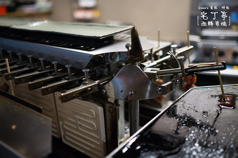 【三重】捷運菜寮站美食/有露天花園的居酒屋/一串串的串燒在迴轉串燒機上旋轉.宅丁亭