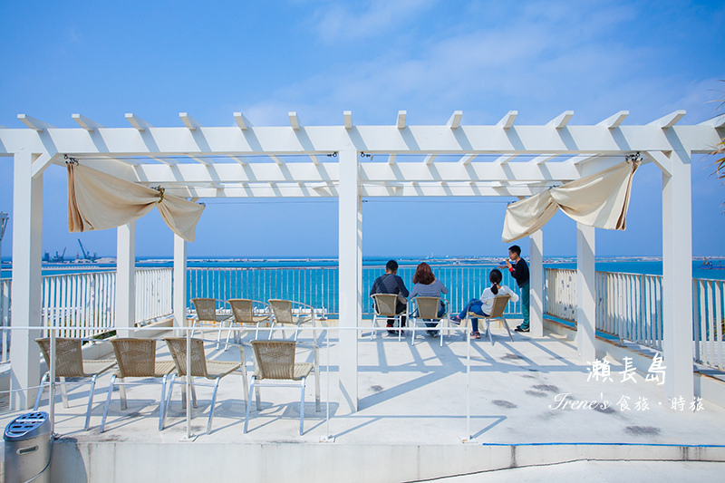【沖繩-景點】沖繩南方的小希臘,望海&發呆&看飛機/每間店都是海景第一排.瀨長島Umikaji Terrace @Irene's 食旅.時旅