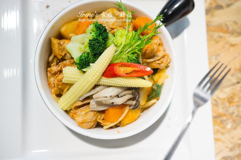 【台南】巷弄裡的別有洞天/泰式手作早午餐/背景的泰文廣播就像置身於泰國.小曼谷 (文末有完整菜單)