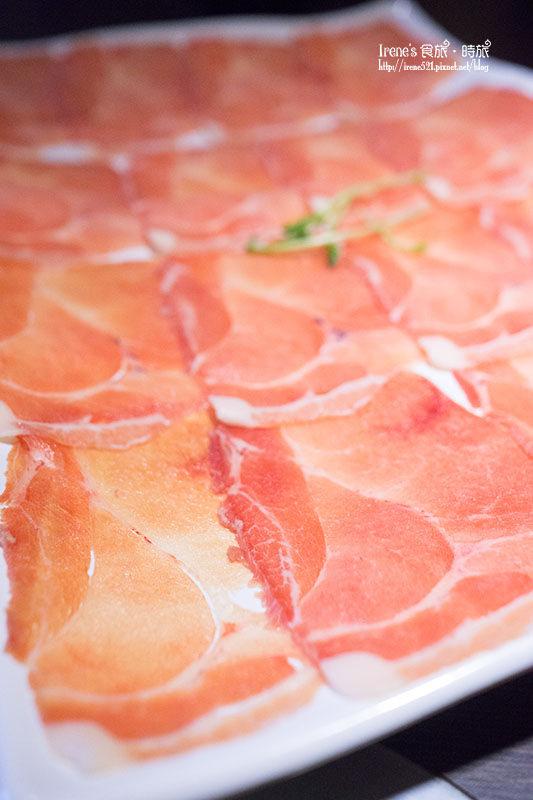 【三重】兩種份量的大肉盤,滿足吃肉的慾望/曼加利札豬/麵包蟹&龍蝦海陸鍋通通有.肉多多火鍋(三重正義店)