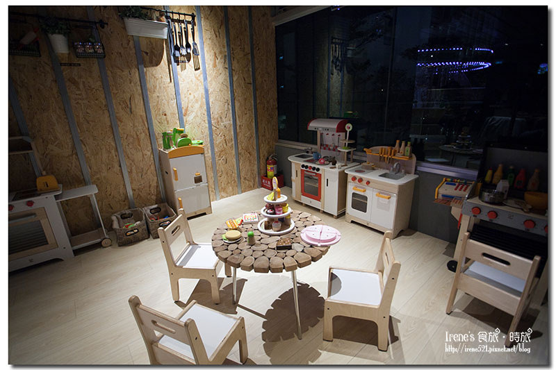 【親子餐廳】室內夢幻旋轉木馬/紅點文旅設計師打造/五星主廚料理.MONEY JUMP親食/親子餐廳