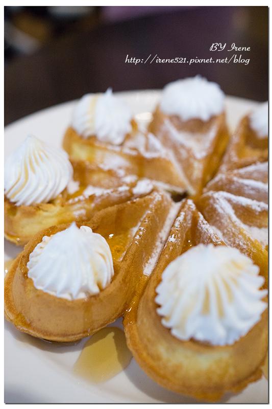 【三重】義式料理/鬆餅下午茶/提供WIFI和插座.法米雅咖啡Famiglia Cafe @Irene's 食旅.時旅