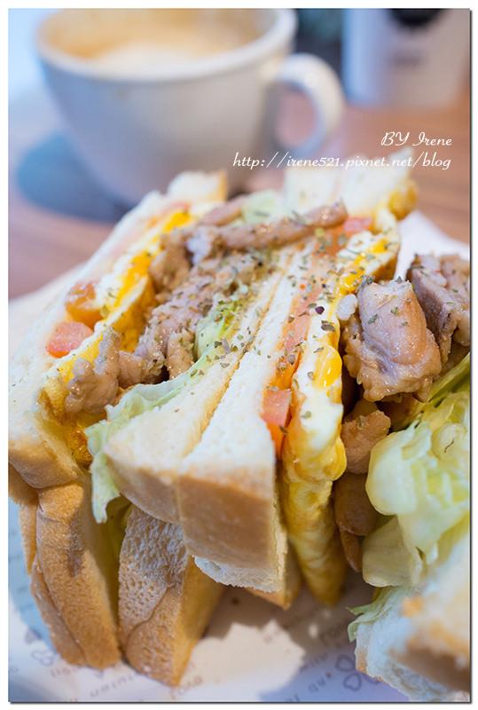 【三重】原木風x舒適的咖啡店,還有提供早午餐.彼得好咖啡 @Irene's 食旅.時旅