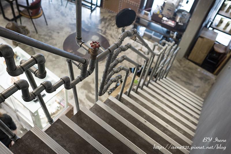 【三重】工業風裝潢,不限時、提供WIFI、插座的平價咖啡館.驚嘆號咖啡