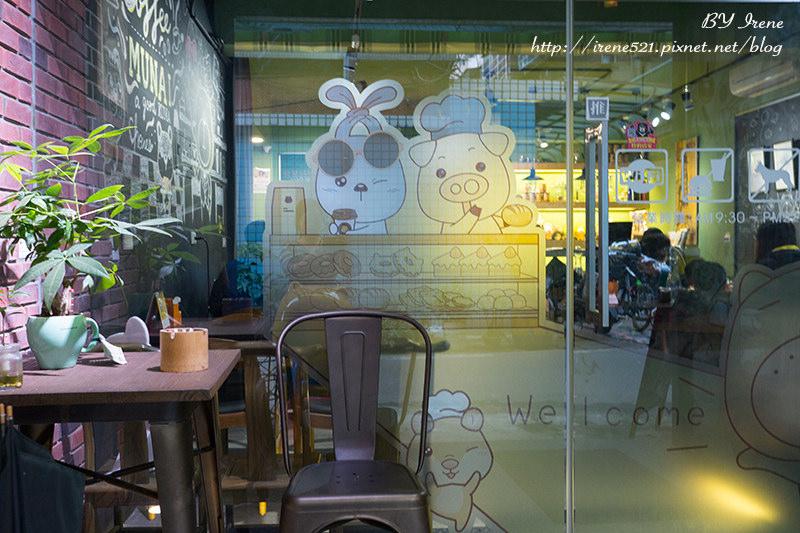 【三重】你今天無奈了嗎!可愛的無奈熊陪你喝咖啡.無奈熊主題合作咖啡店 @Irene's 食旅.時旅