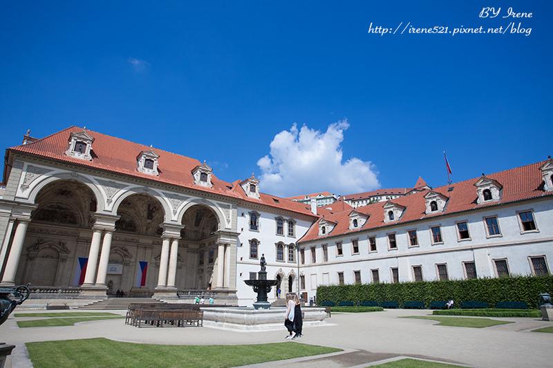 【布拉格】圍牆後的美景.華倫史坦宮殿花園Valdštejnský palác  @Irene's 食旅.時旅