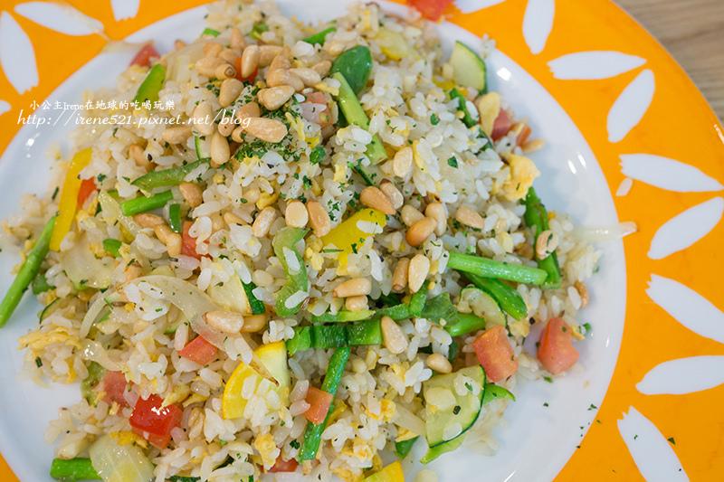 即時熱門文章:【內湖】新店名店在內湖也吃的到囉,好好吃的蔬食餐廳.布佬廚房