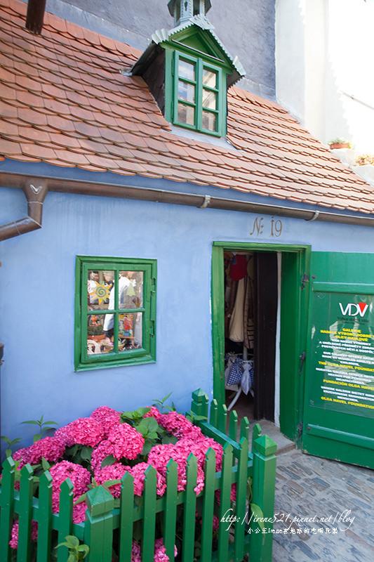 【布拉格】精緻可愛的迷你小屋,卡夫卡的家.黃金巷Zlatá ulička @Irene's 食旅.時旅