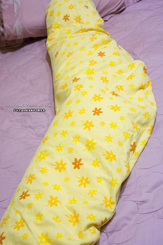 【孕-物品】孕期好物,老公也搶著用的「德國Theraline孕哺兩用月亮枕」