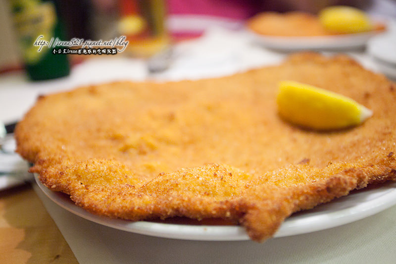 【維也納】百年維也納炸豬排,比臉還要大的肉排.Figlmüller Bäckerstraße