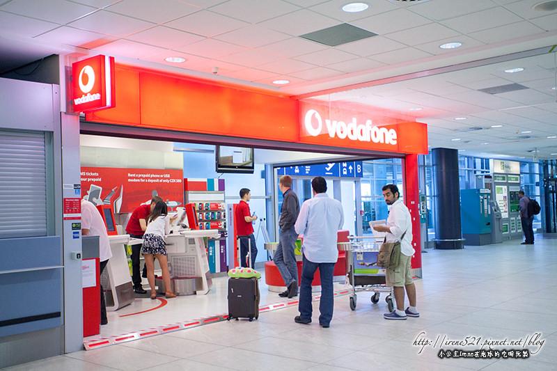 【布拉格機場】抵達後準備工作.ATM領錢&購買3G卡&前往市區交通 @Irene's 食旅.時旅