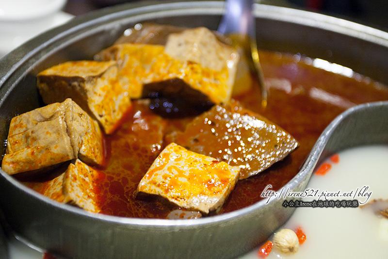 【蘆洲】紅鍋夠味、鴨血超好吃,白鍋也越煮越有味道.齊味麻辣鴛鴦鍋 @Irene's 食旅.時旅