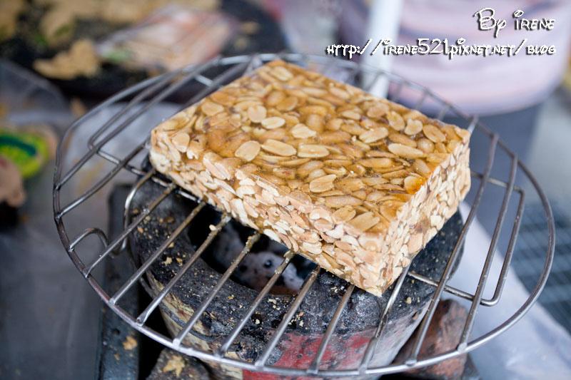即時熱門文章:【台南中西區】尋找古早味,現烤現輾的手工花生糖.府城花生糖