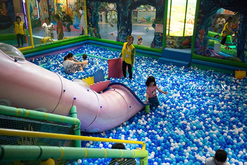 延伸閱讀:【台北-親子景點】京華城內主題式室內兒童遊戲/下雨天小孩放電的好地方.騎士堡(小美人魚的家)