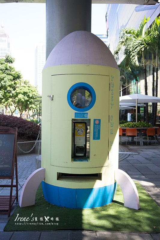 【台北信義區】期間限定,台北街頭出現巨型甜點火箭,可以吃的扭蛋!甜點扭蛋機 @Irene's 食旅.時旅