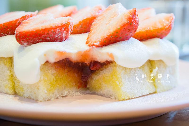 草莓鮮奶油厚片
