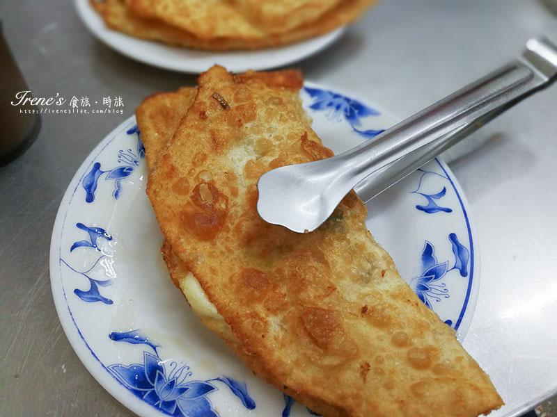 即時熱門文章:【三重】捷運三重國小站美食,用鐵夾吃蔥油餅,營業時間讓你從早到晚通通吃的到.仁愛豆漿