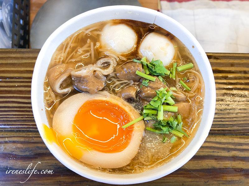 即時熱門文章:【三重】路邊文青木攤車賣的是台灣味的大腸麵線,還加入溏心蛋跟鱈魚丸.好的麵線