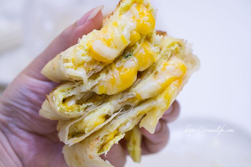 即時熱門文章:【台北中山區】龍江路50多年早餐老店,超酥脆的手工蛋餅,飯糰也有爆漿起司.味鼎蛋餅