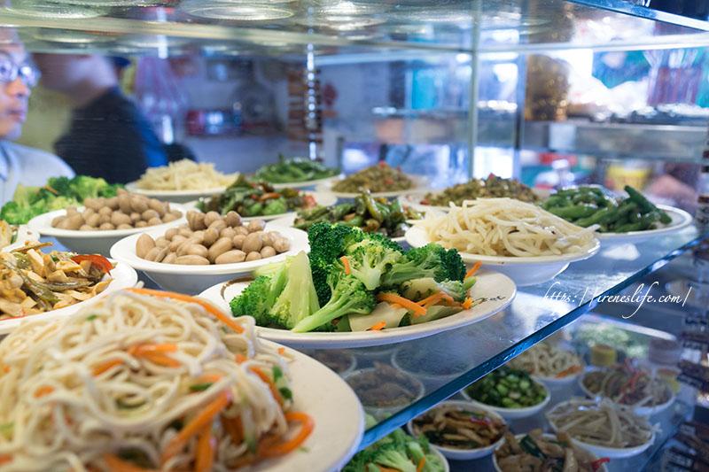 【台北松山區】台北市內的眷村菜,眾多滷味小菜超精彩.村子口