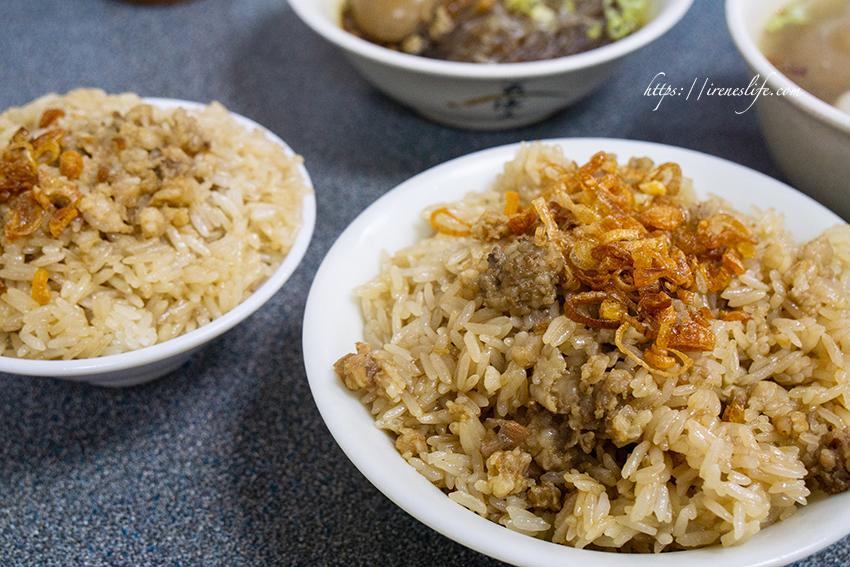 即時熱門文章:【台北中山區】雙連站美食,沒有招牌的人氣隱藏油飯.湯裡面居然加滷蛋.車庫油飯