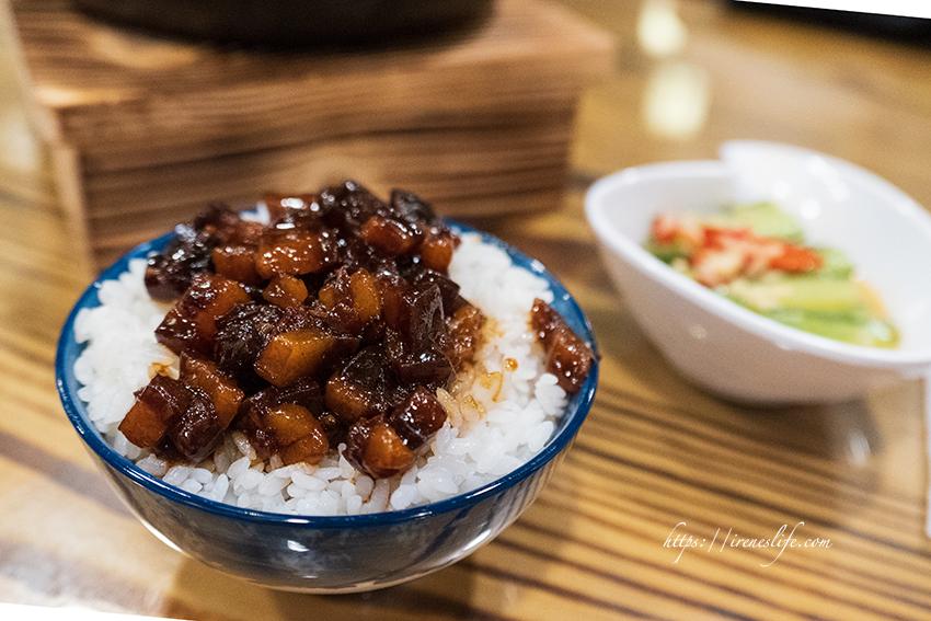 即時熱門文章:【三重】一個人也能吃鍋,被鍋物耽誤的黑金魯肉飯超好吃.川蜀麻辣食堂(三和店)