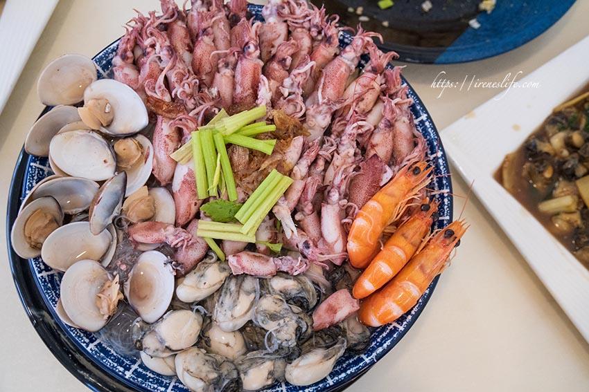 即時熱門文章:【萬里】龜吼漁港推薦美食,金字塔炒飯、滿滿海鮮快溢出的小卷米粉湯.阿嬌海鮮館