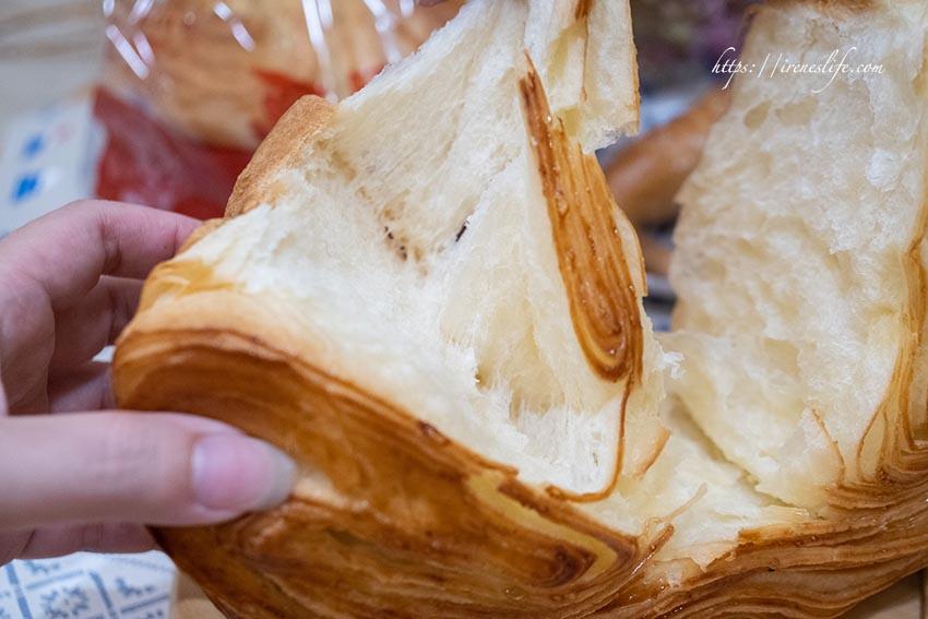 今日熱門文章:【萬里】萬里隱藏版美食,平價好吃手撕包和牛角麵包,晚來買不到.萬里香手撕包