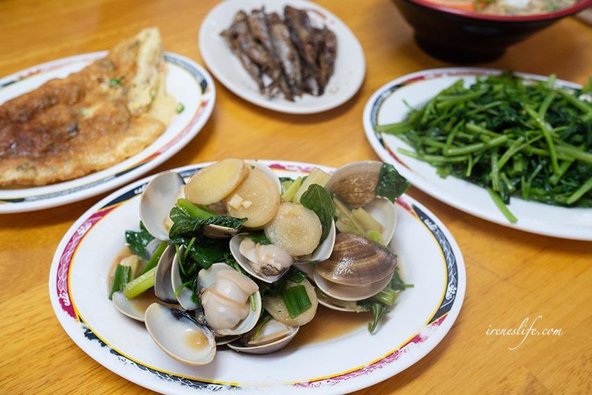 【三重】炒飯、咖哩飯一起吃!鍋燒意麵、烘蛋、佃煮柳葉魚、炒蛤蠣 平價又美味・成功炒飯小吃店