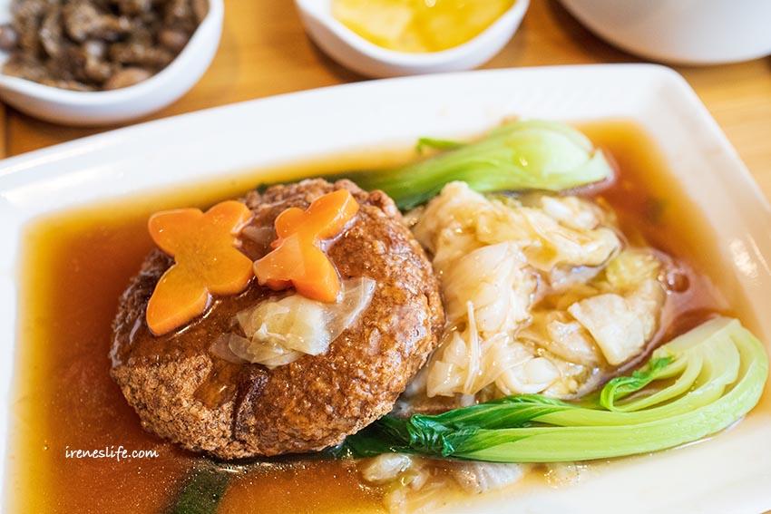即時熱門文章:【三重】像咖啡廳的好吃素食,麻婆豆腐、獅子頭、五柳時魚通通是素食,芋頭餡餅必吃推薦.素食堂(素德食堂)