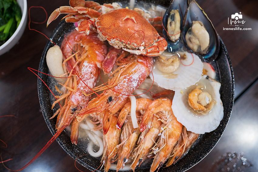 即時熱門文章:【三重】三重海鮮鍋燒麵超浮誇!螃蟹、天使紅蝦、馬蹄蛤、扇貝擺滿碗,營業到凌晨吃宵夜好去處