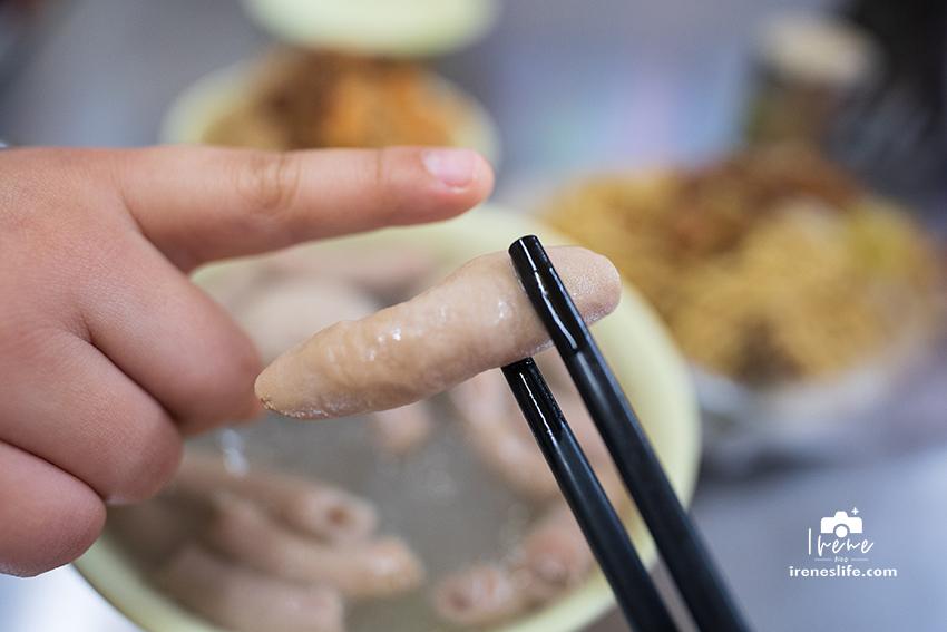 福源專業油飯.豬腸冬粉,巷仔內超平價的美味小吃,油飯只要20元,桌上還有辣泡菜任你夾