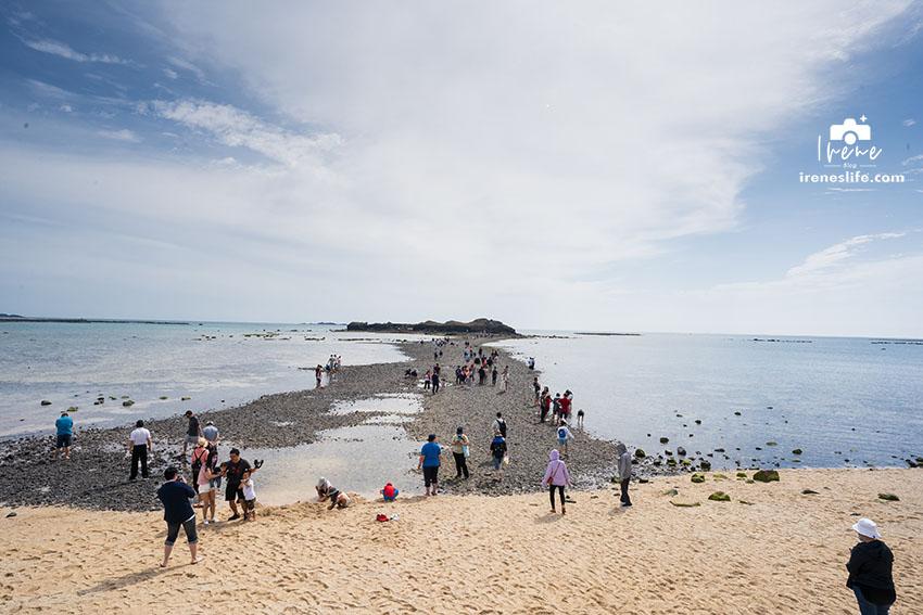 今日熱門文章:一分為二的美景,退潮後浮現的海中道路,連接奎壁山與赤嶼的沙洲・奎壁山摩西分海