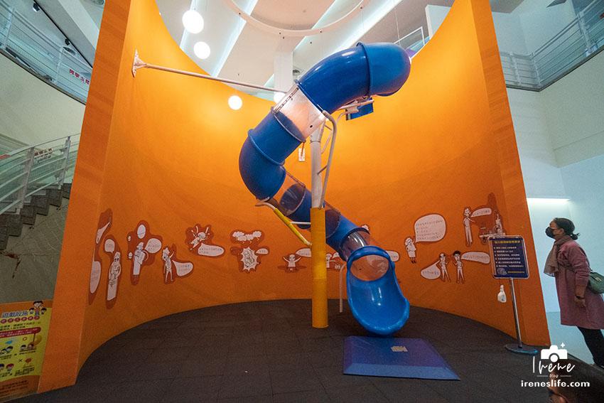即時熱門文章:屏東恆春免費親子景點,免門票還有室內2層樓旋轉溜滑梯、4D立體劇場、地震體驗屋、電廠冰棒