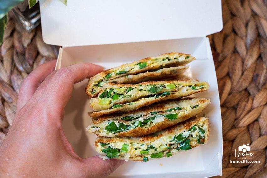 延伸閱讀:三重銅板小吃,鋪上滿滿蔥花蛋的宜蘭大蛋餅!餅皮超脆、蔥超香,下午點心或宵夜的好選擇