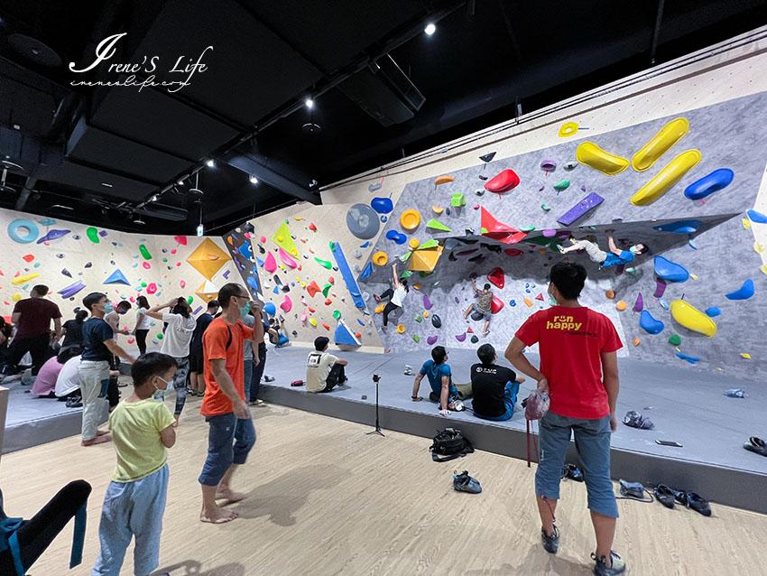 環球購物中心桃園A19開幕啦!室內有攀岩館、滑雪場,馬卡龍色恐龍、三麗鷗家族玻璃屋